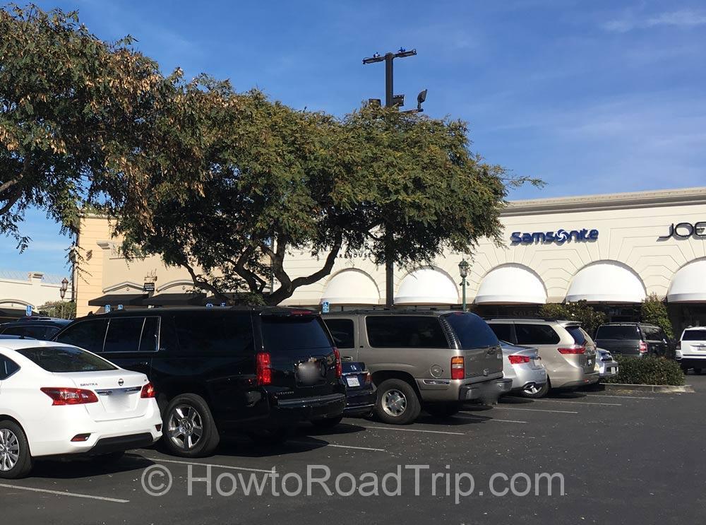 ショッピングセンターの駐車場