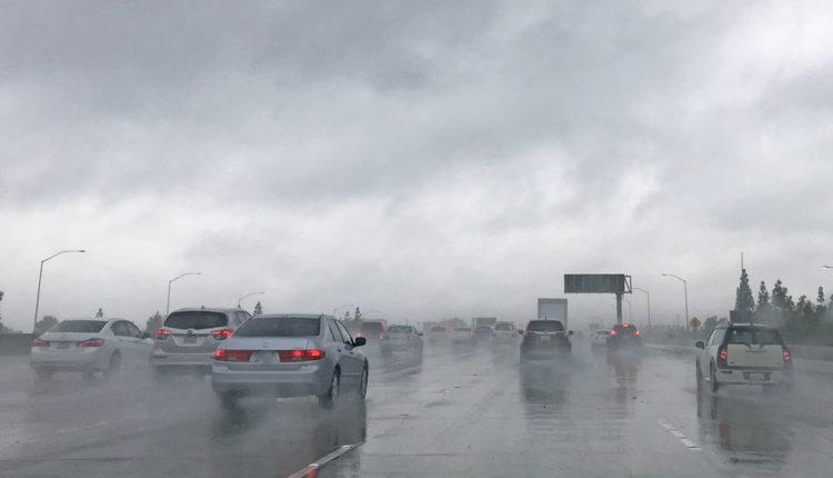雨の日の高速