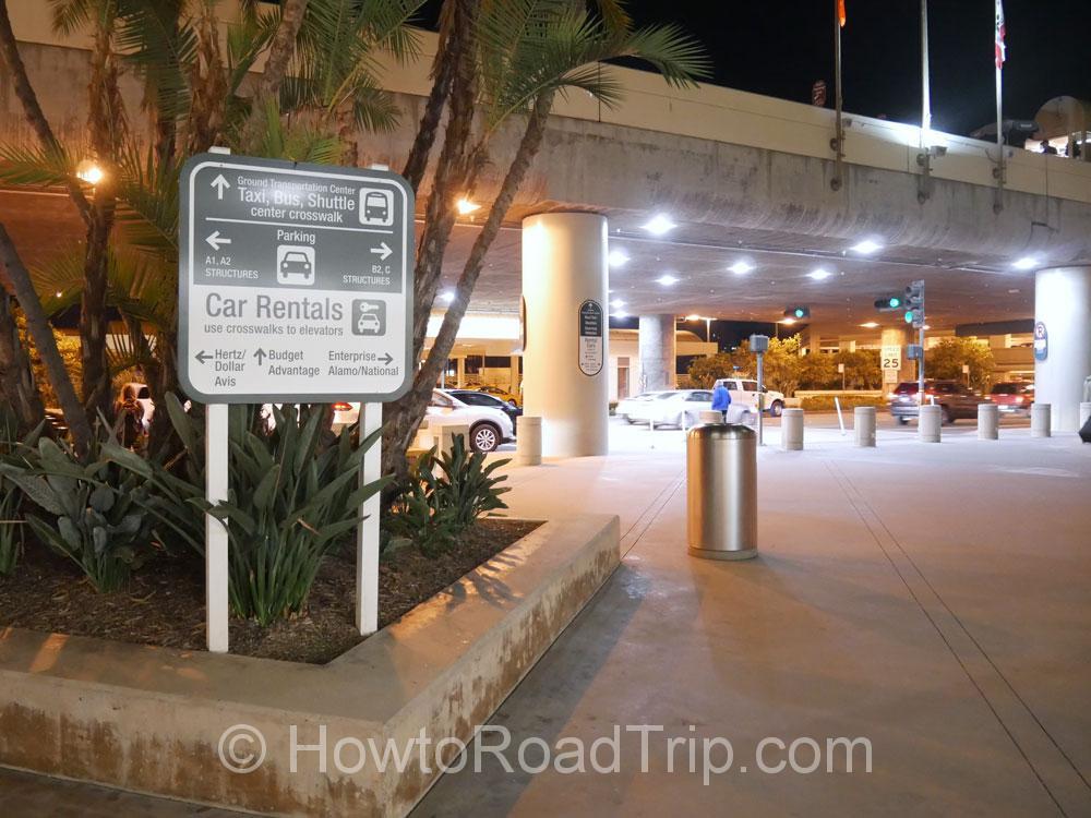 ターミナルの外のサイン