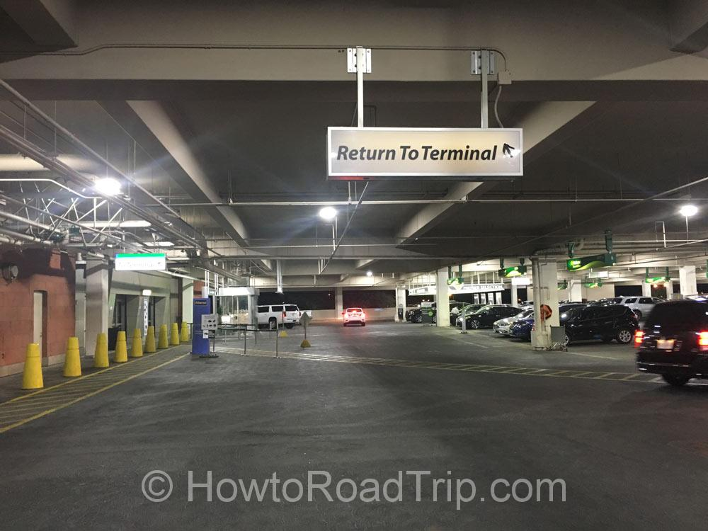 レンタカーセンターに戻るサイン